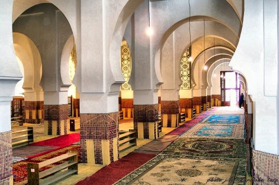 التوفيق يوقف خطيب مسجد بتازة بداعي انتقاده للحكومة