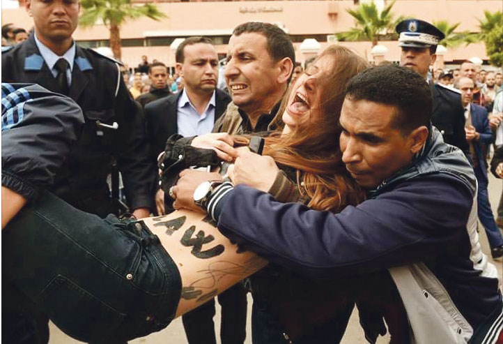 أجنبيتان تتعريان أمام المحكمة تضامنا مع مثليي بني ملال والسلطات تطردهما خارج المغرب