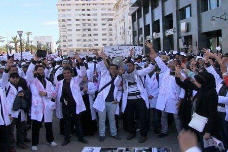 صورة عاجل ..الأساتذة المتدربون يرغمون حكومة بنكيران على توظيفهم دفعة واحدة