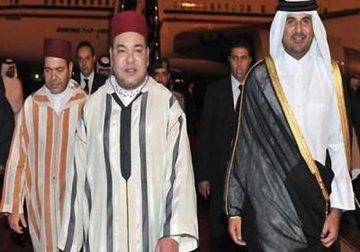 الملك يبدأ زيارة رسمية لقطر والأمير تميم يستقبله بالمطار