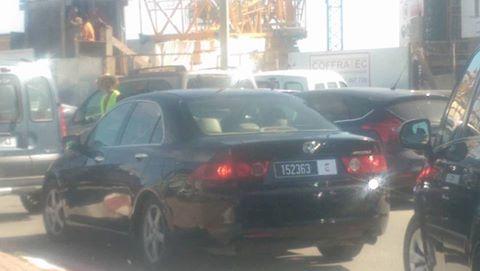 صورة نشطاء يرصدون نائب عمدة طنجة وأطفاله بسيارة الجماعة خارج أيام العمل الرسمية