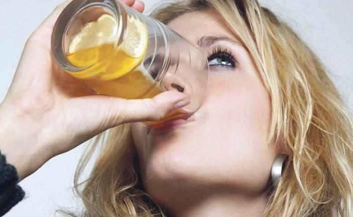 الآثار الجانبية لشرب الكثير من الماء بالليمون