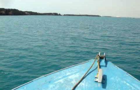 قوارب بدون رخص وبدون قمصان إنقاذ تغامر بحياة المصطافين في عرض البحر