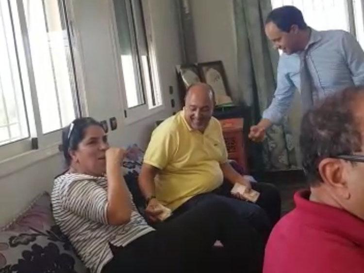 تسريب شريطين يوثقان لتوزيع مرشح حزب الاستقلال بابن سليمان للأموال