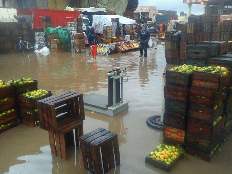 الأمطار تغرق أحياء بكاملها وتفضح مشاريع تصريف المياه بالقنيطرة