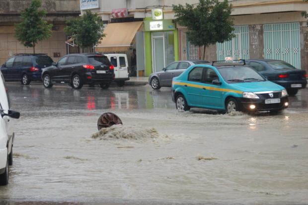 أولى التساقطات المطرية تغرق طنجة بسبب ضعف البنيات التحتية