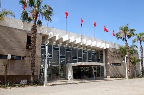 صورة شهادة إدارية لبلدية أكادير تثير تساؤلات حول تفويت بقعة أرضية