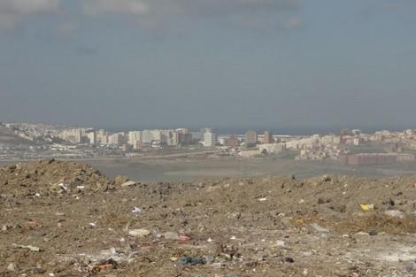شركة تركية للنظافة ببرشيد تطرح نفاياتها بمطرح عشوائي وسط المدينة