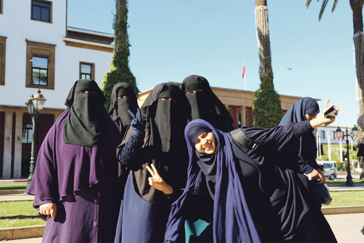 منع الداخلية لخياطة «البرقع» يخرج منقبات للاحتجاج أمام البرلمان