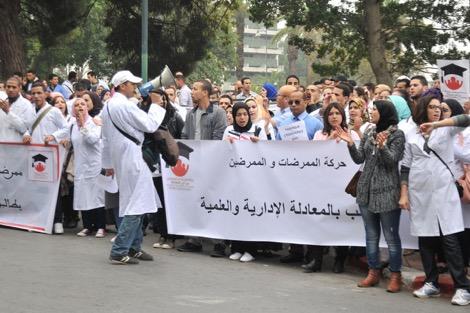 ممرضون يقررون التصعيد من أجل المطالبة بالمعادلة العلمية والإدارية لشهاداتهم