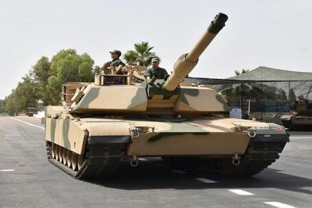 جاكي شان يقود دبابات حربية صينية في شوارع الدار البيضاء