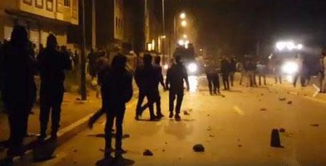 عودة التوتر إلى الريف عقب مواجهات عنيفة بين متظاهرين وقوات الأمن بالحسيمة