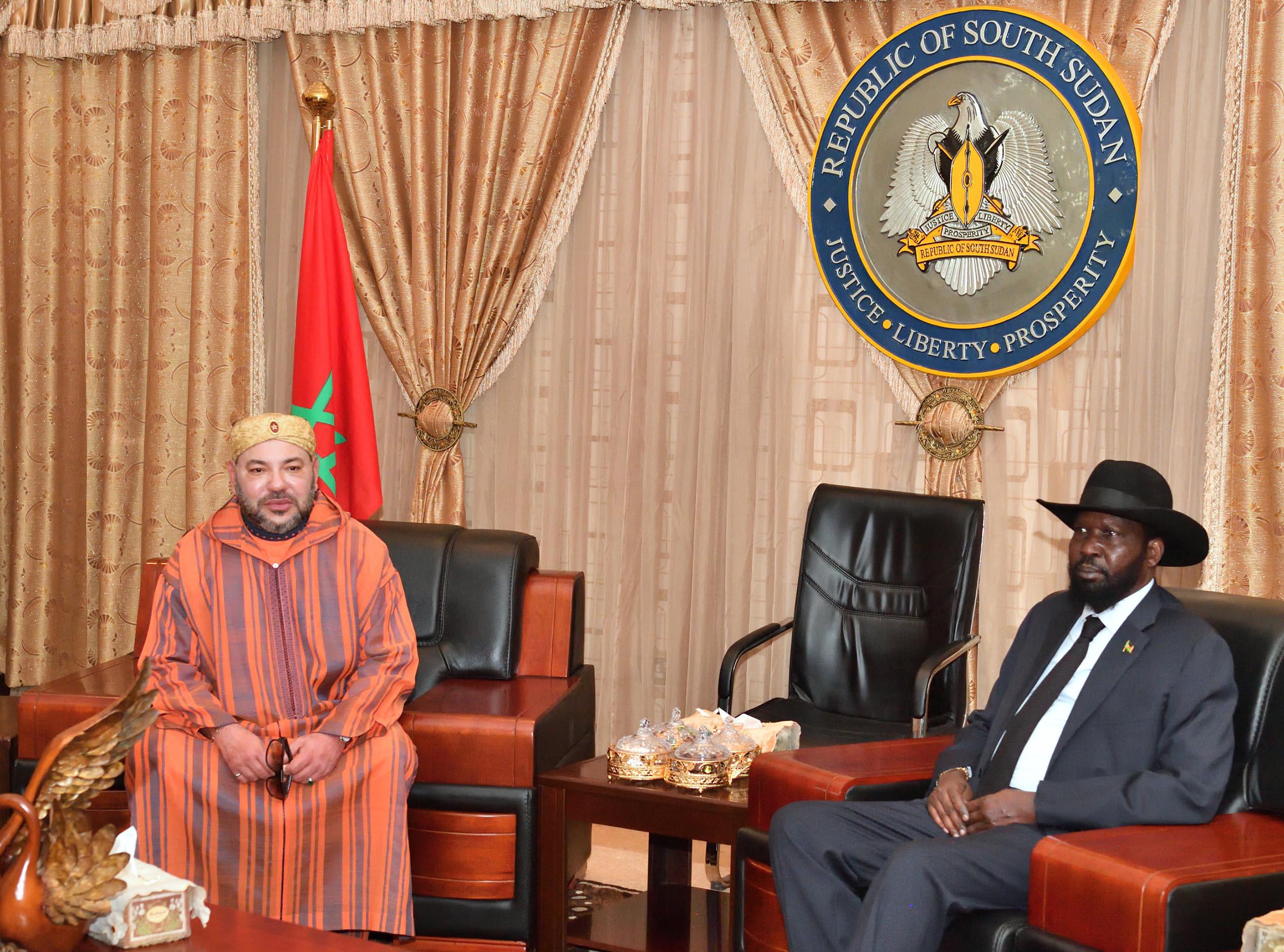 الملك يجري مباحثات مع رئيس جنوب السودان