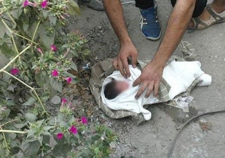صورة درك سيدي سليمان يعتقل أما عازبة دفنت مولودها حيا