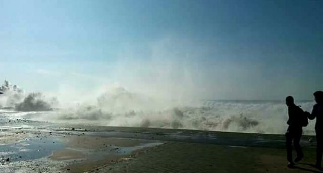 """""""ميني تسونامي"""" يضرب من جديد شواطئ الرباط وسلا"""