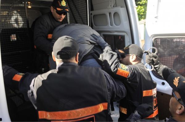 صورة عناصر الحموشي بسيدي سليمان تعتقل تاجر مخدرات مبحوثا عنه