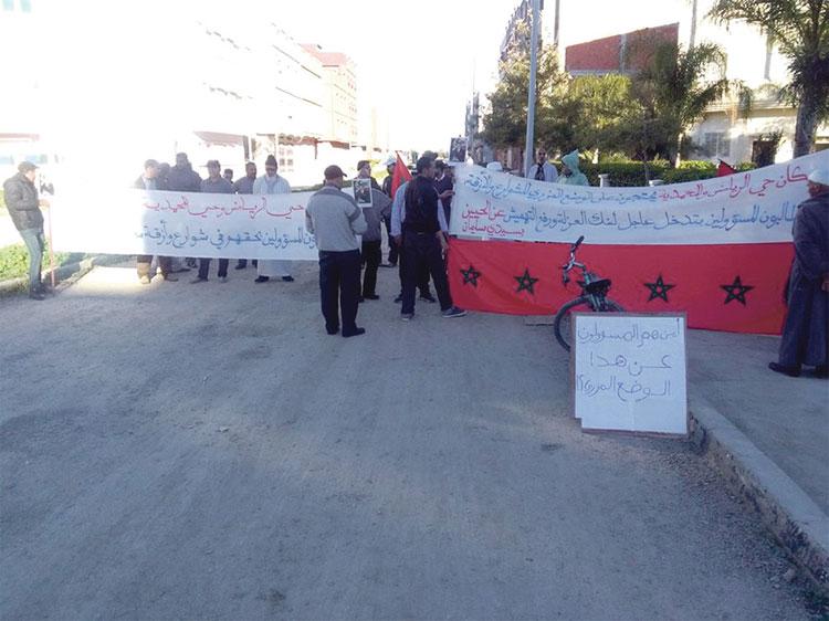 غياب البنية التحتية يخرج سكان سيدي سليمان للاحتجاج ضد رئيس الجماعة