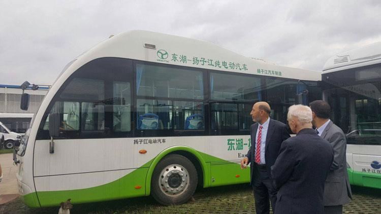 صورة عمدة «البيجيدي» يبرر تأخر مشروع الحافلات الكهربائية باختفاء الشركة الصينية