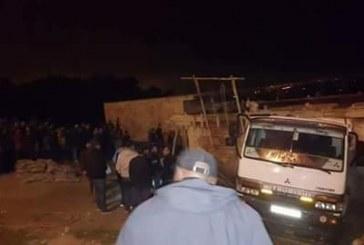 سائق شاحنة يصدم منزلا في طور البناء بالمضيق ويتسبب في مصرع شخصين