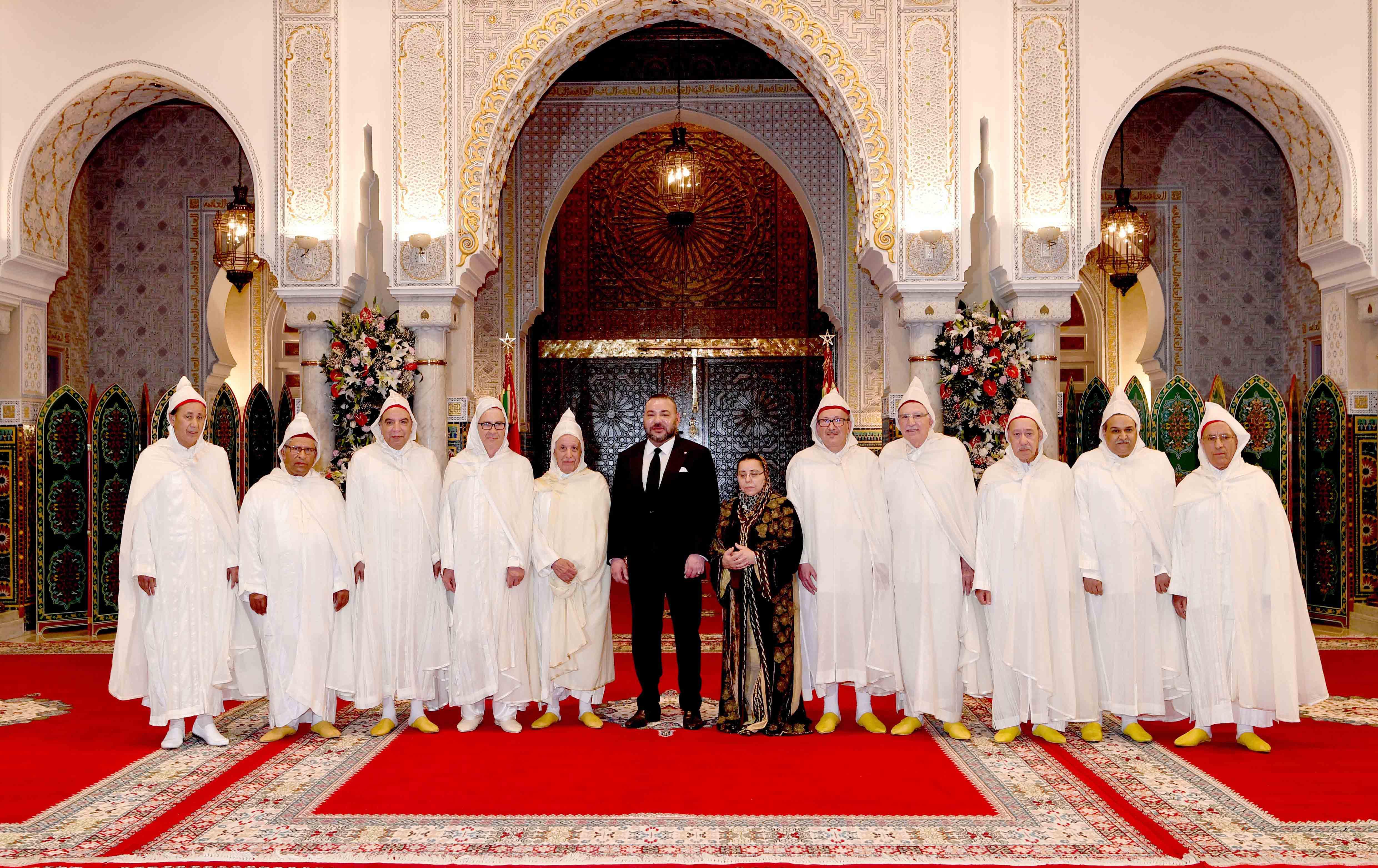 الملك يستقبل أعضاء المحكمة الدستورية ويعينهم في مهامهم