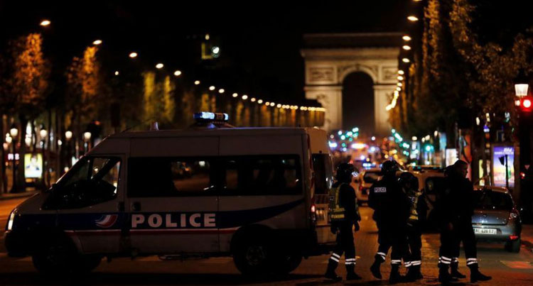 صورة قتيل ومصابون في إطلاق نار بالشانزليزيه وسط باريس