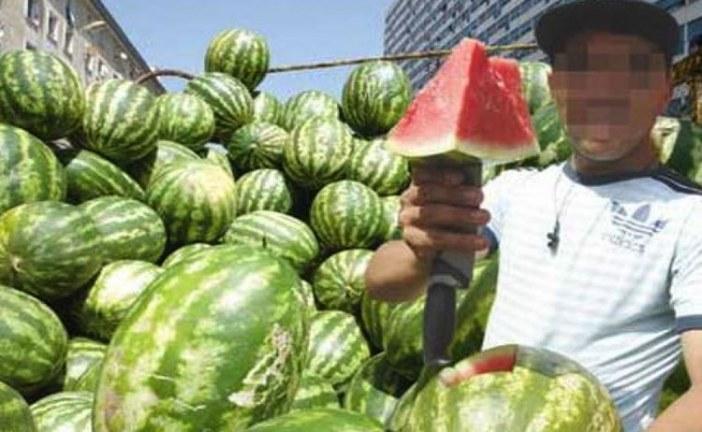 لمحبي أكل الدلاح..فرقة بيئية تابعة للدرك الملكي تحقق في استعمال الفضلات البشرية لتخصيب البطيخ الأحمر