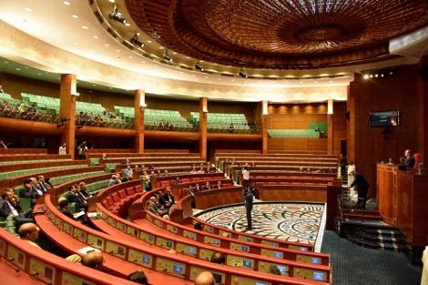 النقابات الممثلة بالبرلمان ترفض المقاربة الإحسانية وتوزيع «الصدقة» في البرنامج الحكومي