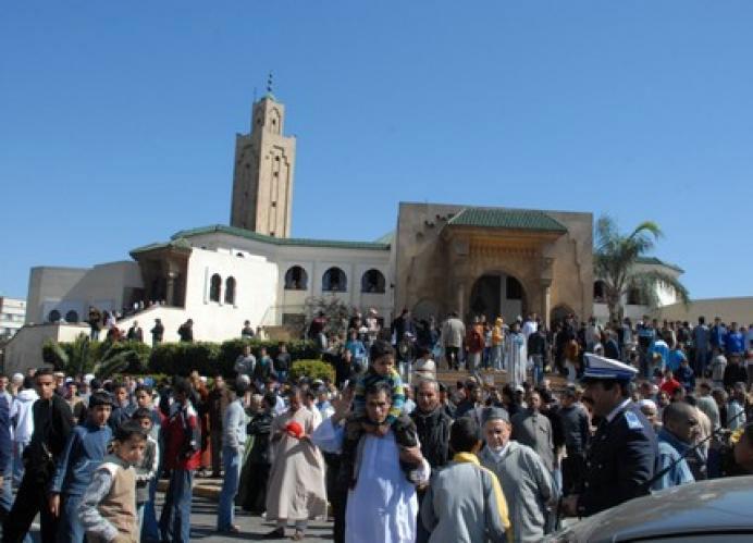مجهولون بسيدي سليمان يستغلون بناء المساجد في التسول والسلطات تلتزم الصمت