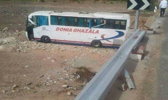 """قتلى وجرحى في انقلاب حافلة ركاب بطريق """"تيشكا"""""""