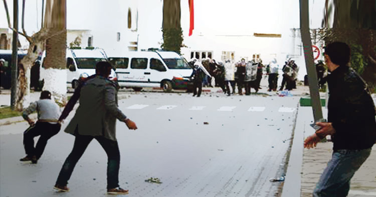 الحموشي يتكلف بتطبيب وعلاج رجال الأمن المصابين بالحسيمة ويمنح ترقية خاصة لشرطي أصيب بجروح خطيرة