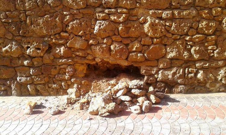 عصابة تحدث حفرة بالسور البرتغالي لآسفي بحثا عن كنز من الذهب والياقوت