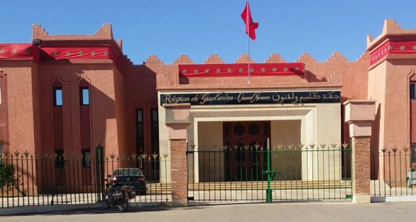 احتجاجات بمقاطعات طانطان بسبب خصاص المكلفين بالمصادقة على الوثائق وتغيب الموظفين
