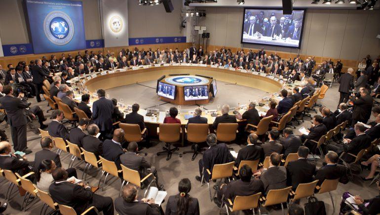 """صندوق النقد الدولي يمنح شهادة """"حسن السيرة"""" للحكومة ويعدها بقروض جديدة"""