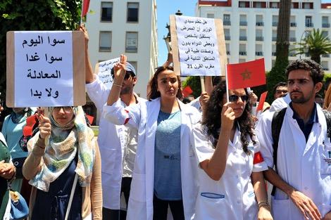 أطباء القطاع العام يطالبون بالمعادلة ويحذرون من الاحتقان