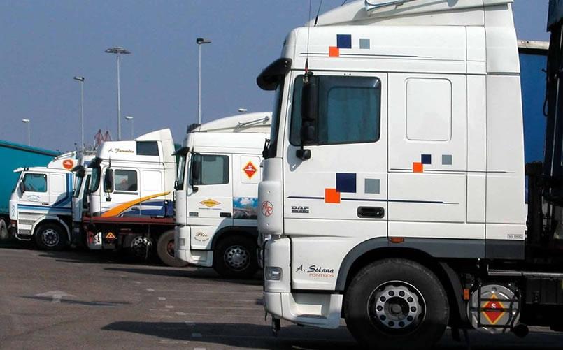 أزمة دبلوماسية تلوح في الأفق بين المغرب وإسبانيا بسبب رخص النقل الدولي