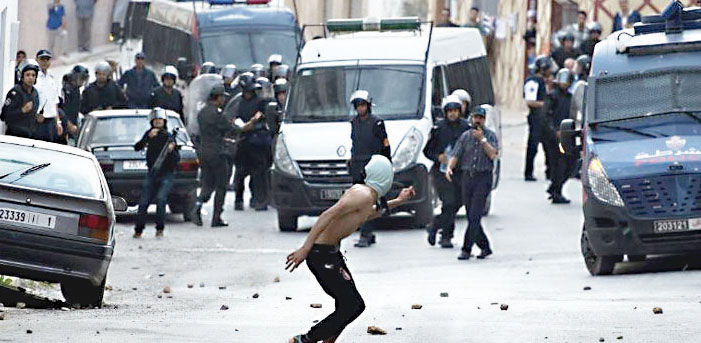 مواجهات ليلية عنيفة بالحسيمة بين المحتجين والأمن تسفر عن اعتقال أزيد من 30 شخصا جديدا