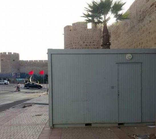 عمدة آسفي يقيم مرحاضا للشيخات أمام مآثر مصنفة وساحة مولاي يوسف تغرق في النفايات