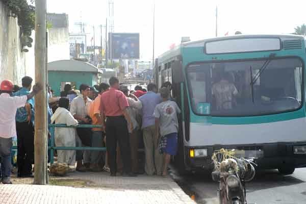 مستشارون يؤكدون أن «نقل المدينة» اعتمدت حافلات متهالكة ورديئة الجودة لسد الخصاص