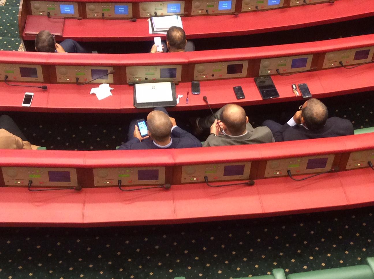 """البرلماني الأندلسي من """"البيجيدي"""" يقتلع ميكروفون مجلس المستشارين"""