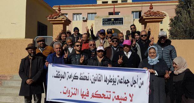 اعتصام موظفين جماعيين بإقليم خنيفرة بسبب عدم تنفيذ حكم قضائي