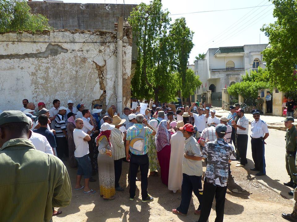 محتجون بالخميسات يطالبون بكشف شهري للعدادات لتفادي غلاء فواتير الماء والكهرباء