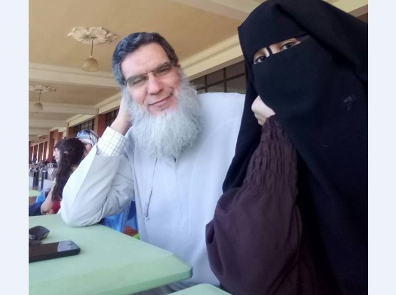 صورة منقبة من آسفي تتهم الفيزازي بالفساد وإجهاض جنينها