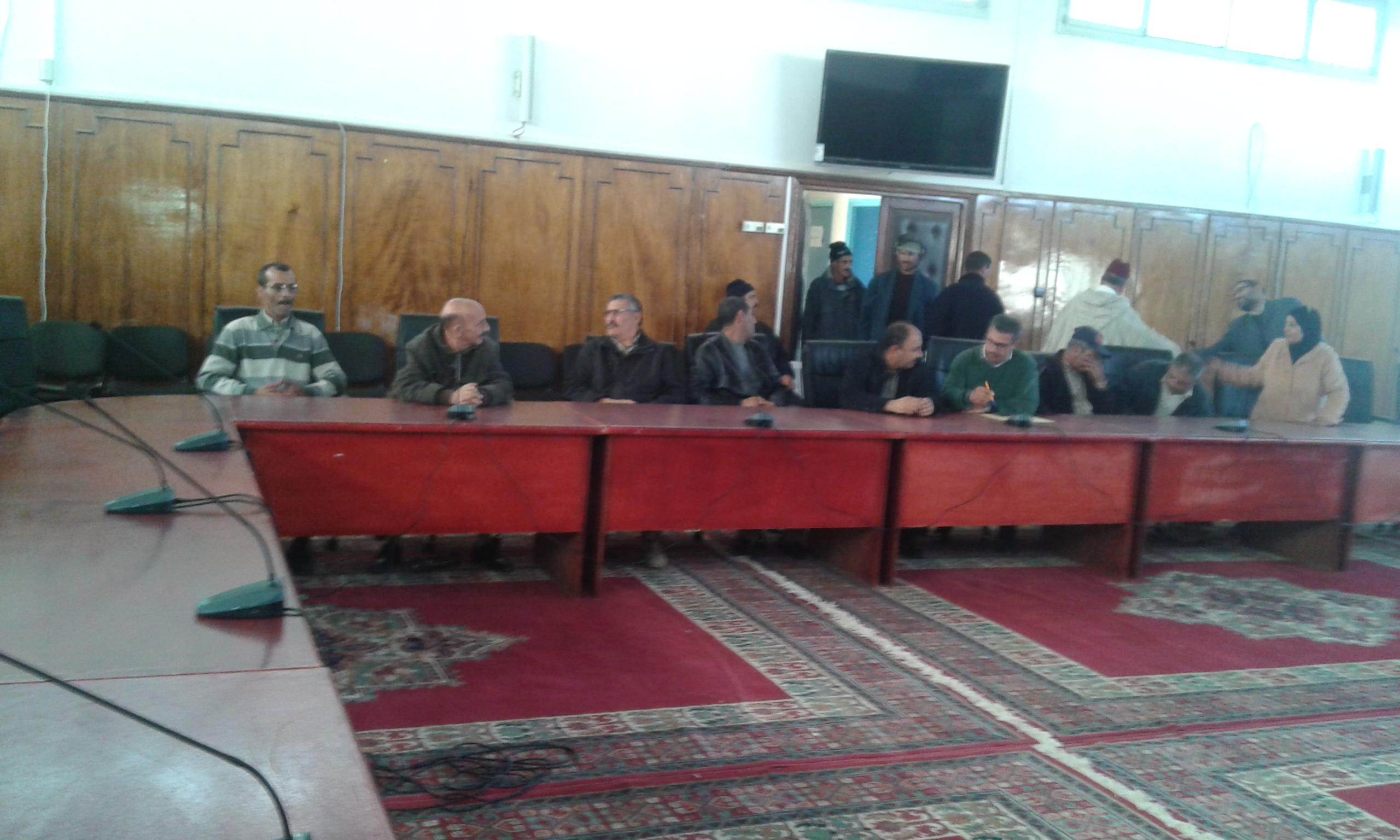 توصيل رئيس جماعة بإقليم سيدي بنور الكهرباء لمنزل تابع لإقليم الجديدة يثير جدلا