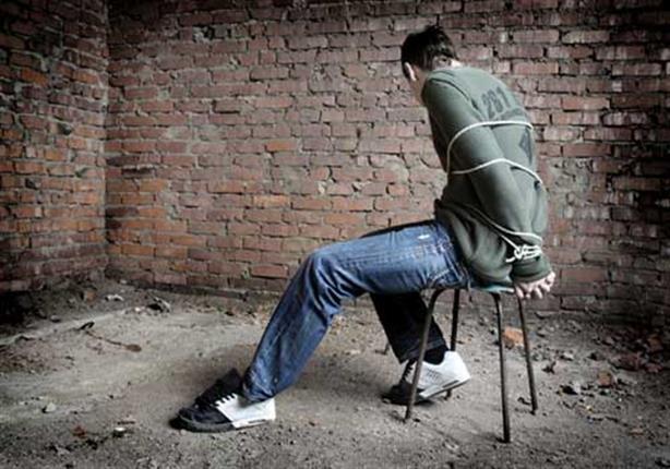 صورة احتجاز تشادي ومطالبة عائلته بفدية يطيحان بعصابة تتكون من مهاجرين أفارقة تنشط في الاحتجاز والاتجار في البشر