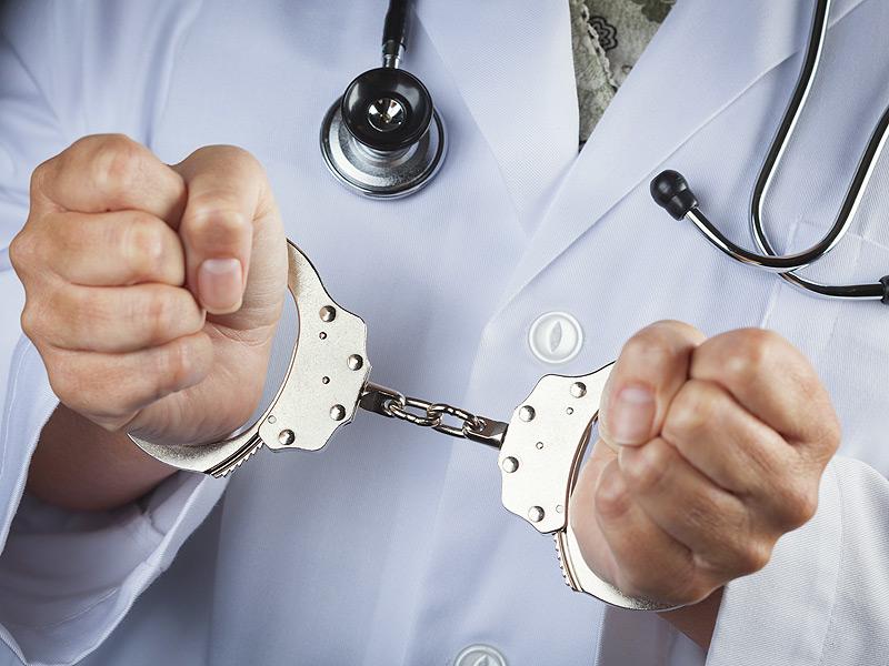 إجهاض عشرينية بعد حمل غير شرعي يجر طبيبين وممرضا إلى القضاء بالقنيطرة