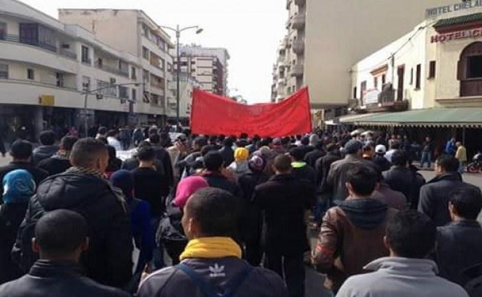 مواطنون يخوضون أغرب احتجاج بمكناس ويطالبون بالحق في مقبرة