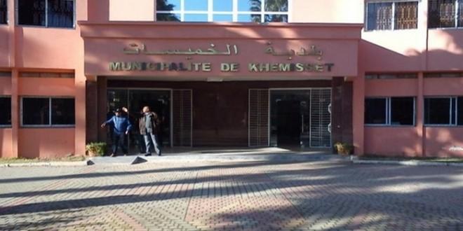 موظف جماعي بالخميسات سلم حوالي 300 شهادة إدارية في ظروف مشبوهة