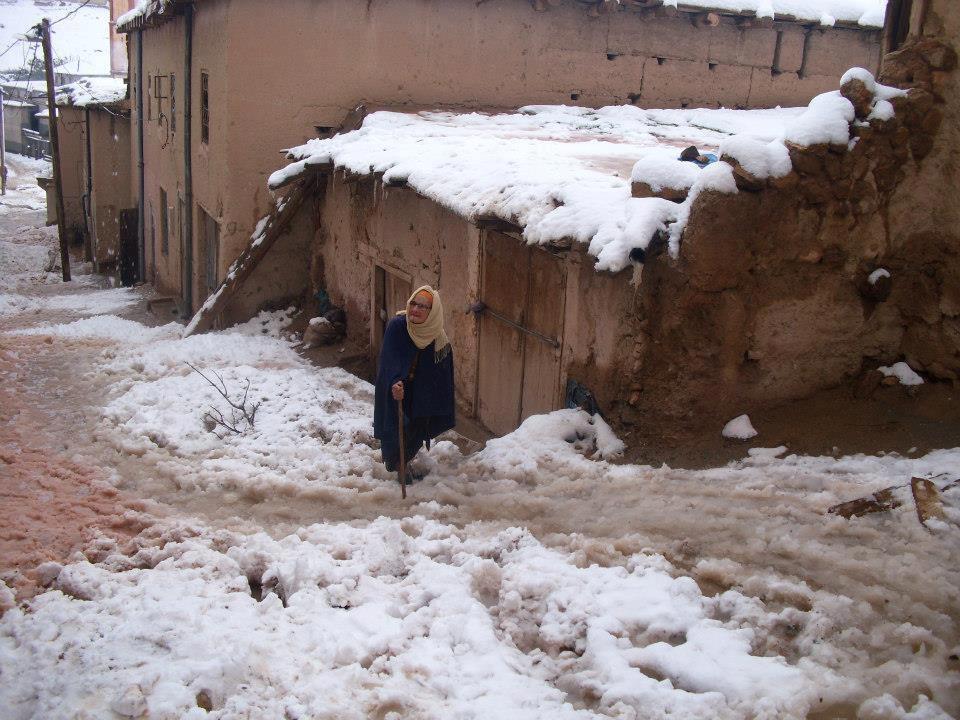 صورة الثلوج تحاصر قرى بالحوز وشيشاوة وورزازات ومطالب بإعادة فتح نفق أوريكا