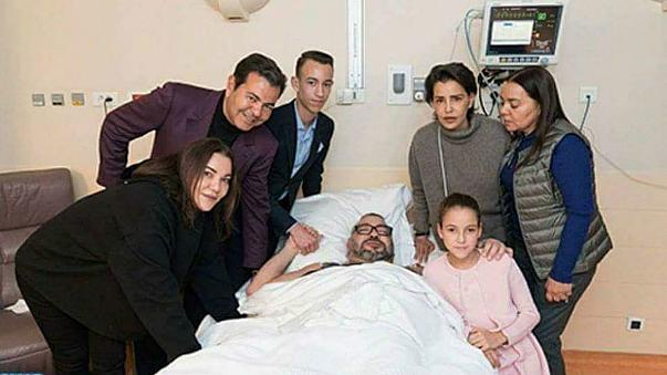 الملك يجري عملية جراحية ناجحة على القلب بباريس