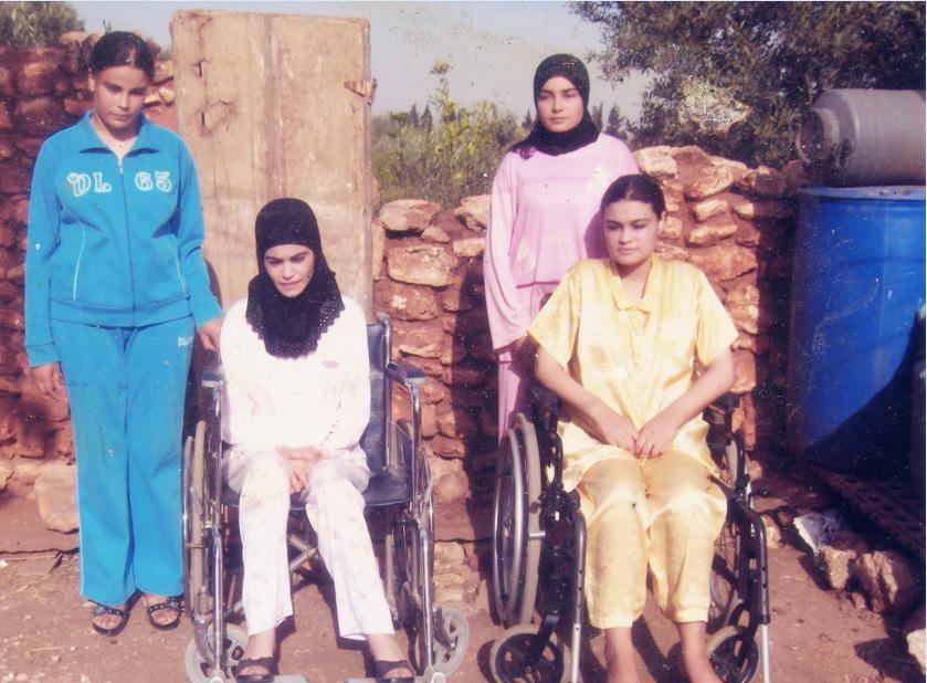 أربع شقيقات مقعدات ببرشيد يعانين مرض العضلات «الميوباتيا» منذ عقود